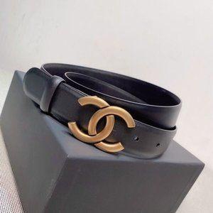 Chanel waits chain